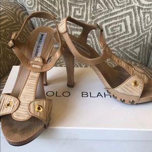 Manolo Blahnik beige platform heels